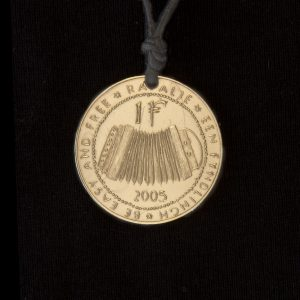 harmonica coin fyndligh necklace