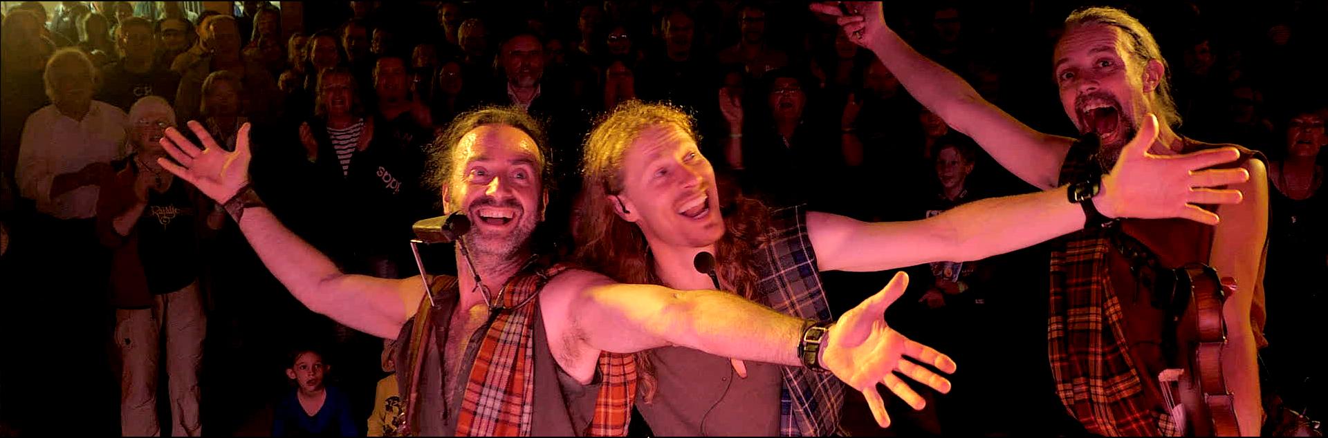 T-Rapalje-performs-at-Hallig-Langeness,-Kultur-auf-den-Halligen