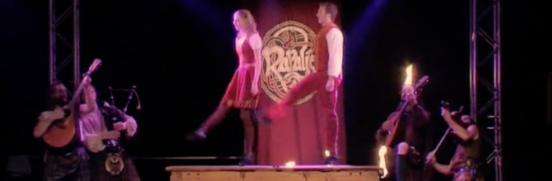 Irish-step-dance-tabletop-kweetnie-set-Rapalje-Balver-Höhle-Irish-folk-Celtic-Music-Festival